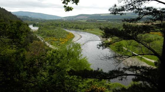 The river Spey. Links und rechts davon ist damit logischerweise the speyside.