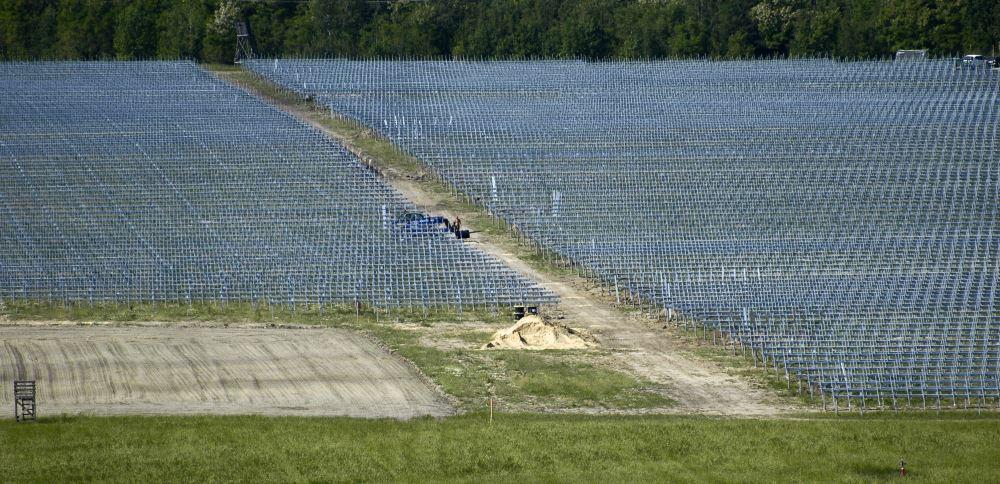 Solarfeld im Aufbau